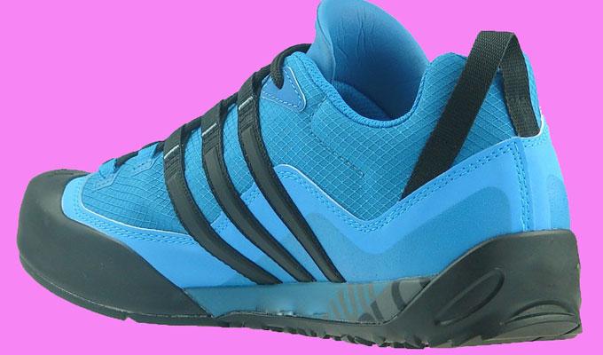 Les chaussures de sport de homme